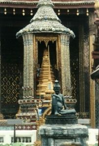 The Laughing Hermit - outside Wat Phra Keow