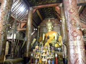 Main altar inside Wat Xieng Thong
