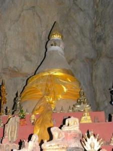 Stupa inside Tham Theung