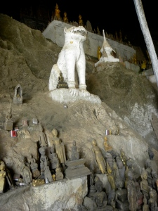 Tham Ting - lower cave of Pak Ou
